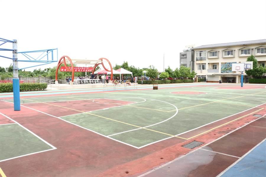 東山國小操場整建年底將完工,是學校最棒的生日禮物。(陳淑娥攝)