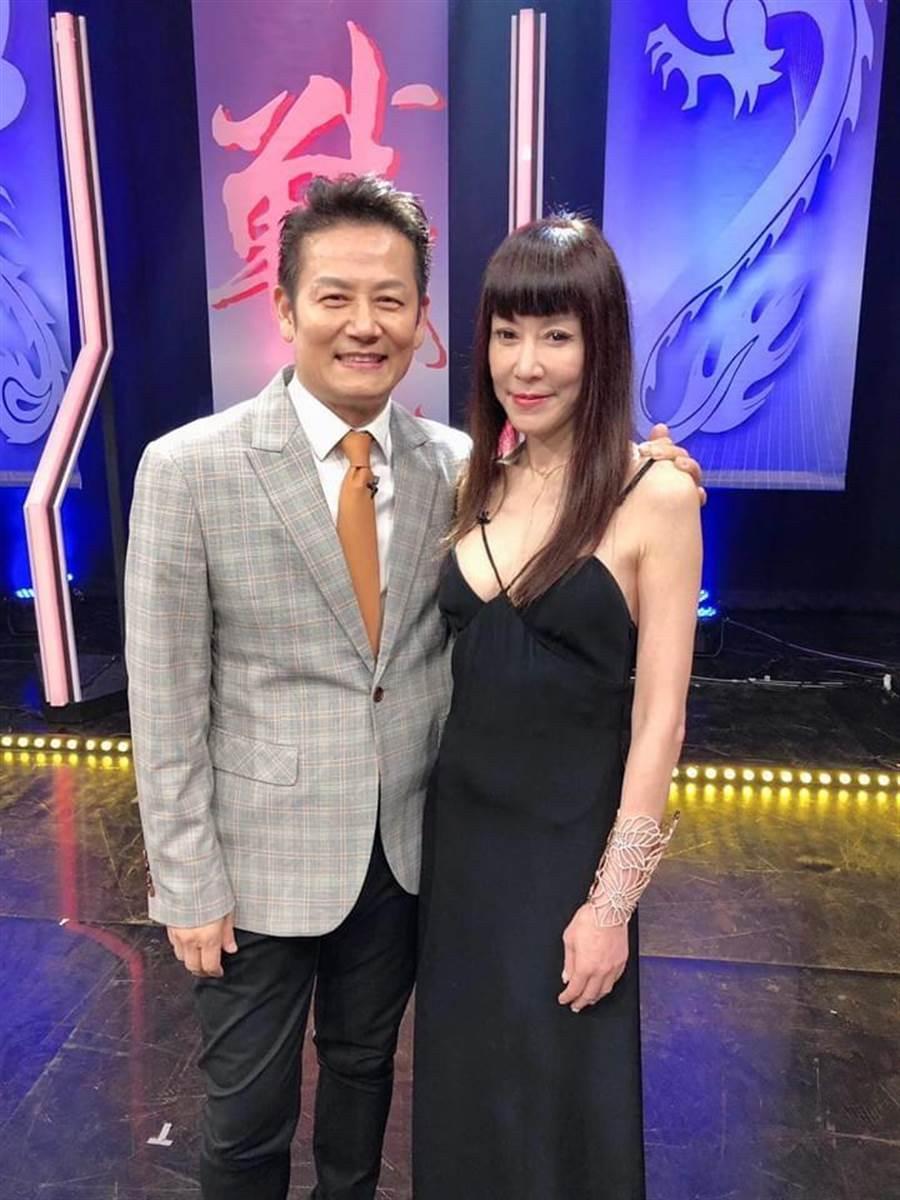 羅霈穎(右)去年11月在節目合體徐乃麟。(翻攝臉書)