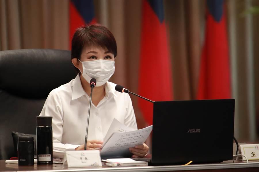 台中市長盧秀燕表示,勞工局提供「視訊就業博覽會」,完全走對的路,不僅符合年輕人使用網路趨勢,更在疫情嚴峻期間成功媒合校園求職。(盧金足攝)