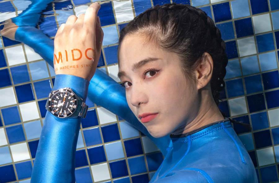 温贞菱湿身处女秀挑战水下摄影 携手美度表化身美人鱼(图/品牌提供)