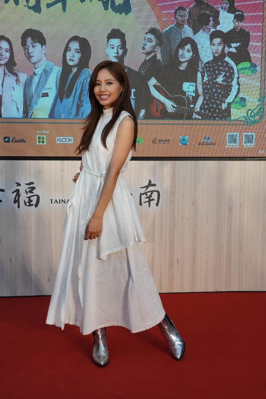 吳汶芳以一身白色春裝亮麗出席造勢記者會。臺南市政府觀光旅遊局提供
