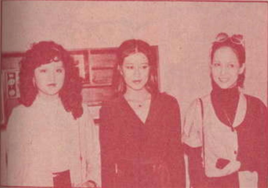 罗霈颖(图中)演出知名电视制作人周游的电视剧《神勇娇娃》出道。(周游提供)