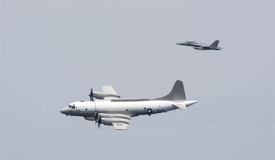 中俄戰略與軍事專家認為,美軍對大陸進行軍事施壓的方式只會增加大陸反制行動。美方的演習與偵察行動向「戰場測試」與「戰爭預演」方向演變,南海成為美中博弈的重心。圖為近期多次抵近廣東偵察的EP-3E電子偵察機。(圖/美國海軍)