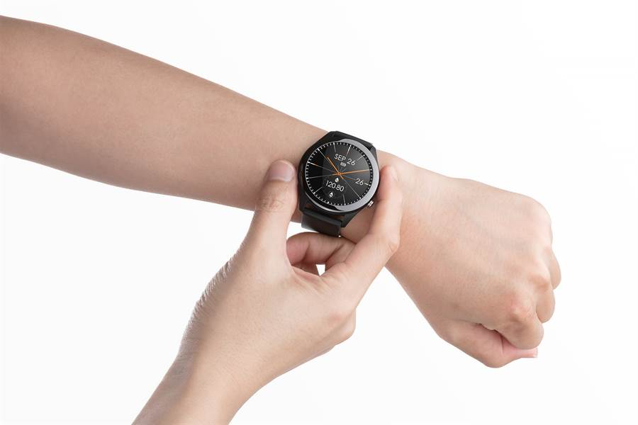 ASUS VivoWatch SP不僅具備強大的健康管理功能,更是一款兼具型格出眾與生活實用的穿戴式智慧手錶。(華碩提供/黃慧雯台北傳真)