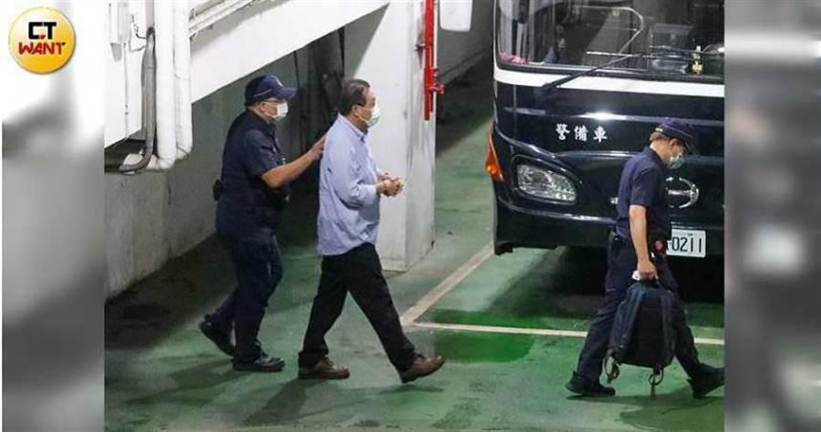 獨審立委收賄羈押庭53小時 北院「劉德華」每天只睡3小時。(圖/張文玠攝)