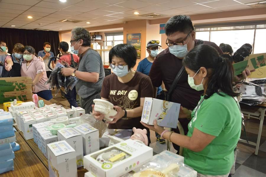 行政執行署台北分署的123聯合拍賣,吸引民眾選購。(台北分署提供)