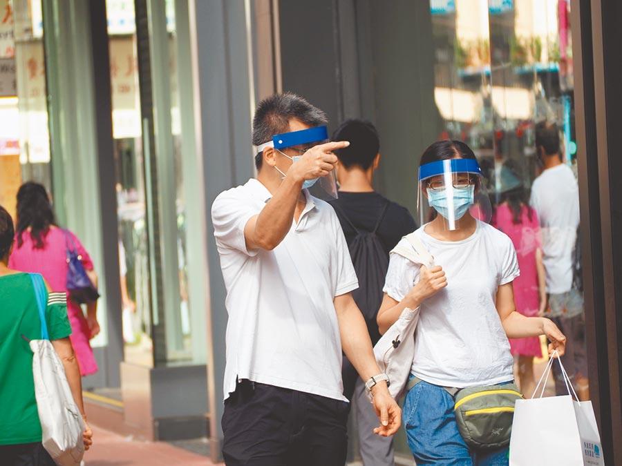 香港3日新增新冠肺炎確診個案回落到80宗。特區政府呼籲市民盡量留在家中,減少不必要的外出。(中新社)