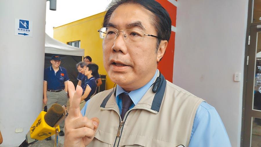 台灣近來頻傳新冠肺炎境外移入個案,台南市府為防堵疫情提前備戰,4日起室內場所若未能保持安全距離就要戴口罩。(莊曜聰攝)