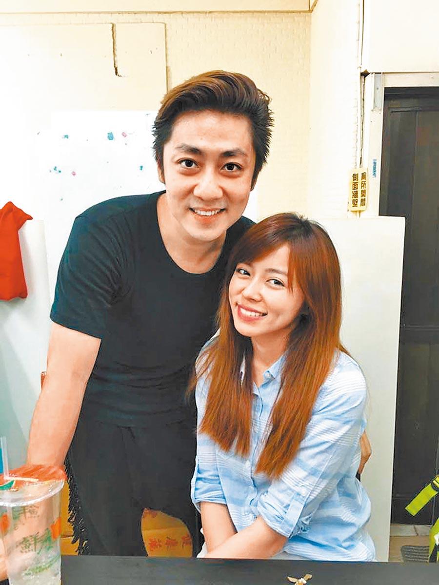 艾成(左)與王瞳情牽多年,歷經風雨終於修成正果。(摘自臉書)