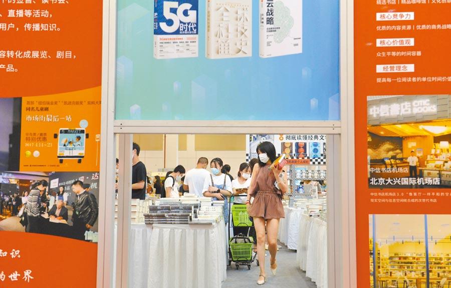 江蘇書展吸引了不少讀者。