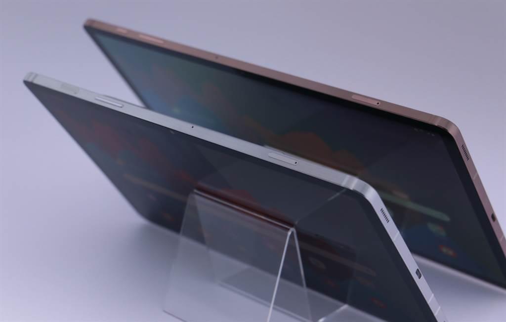 三星首款5G平板Galaxy Tab S7/S7+側面機身。(黃慧雯攝)