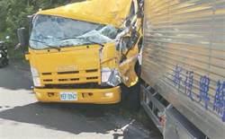 阿里山公路工程车遭厢型车衝撞 2驾驶夹车头救出送医