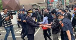 21歲警楊庭豪送行巡禮 同袍連喊「庭豪,任務結束一路好走」