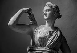 坐一下代價352萬!男毀損19世紀雕像裝沒事離開 遭警方逮回重罰