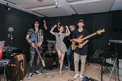 徐懷鈺變身樂團主唱勤練技 好像夏令營