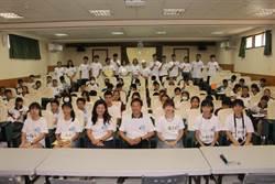 明仁國中畢業生返校辦營隊 為新生創歡樂文學暑假