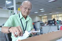 超強阿公!93歲老翁中風堅持當創世義工
