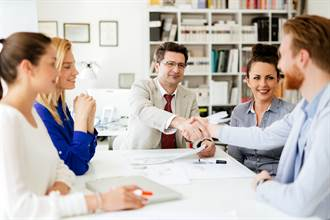 有錢人才知道的「精準閒聊」 靠著聊天愈聊愈有錢