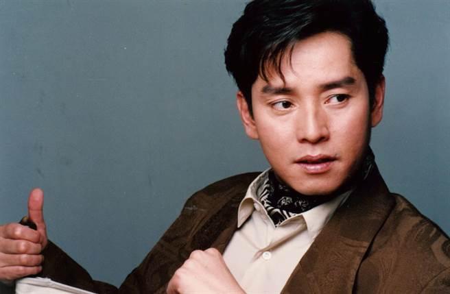谭咏麟贵为香港歌坛巨星,而不输演艺成绩,他的感情世界也非常精彩。(中时资料照片)