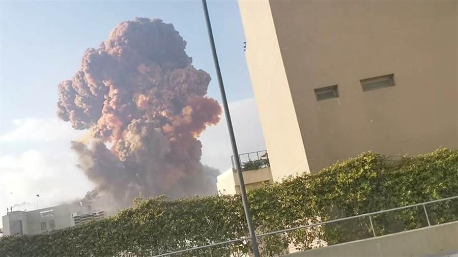 贝鲁特发生大爆炸。景象骇人(路透)