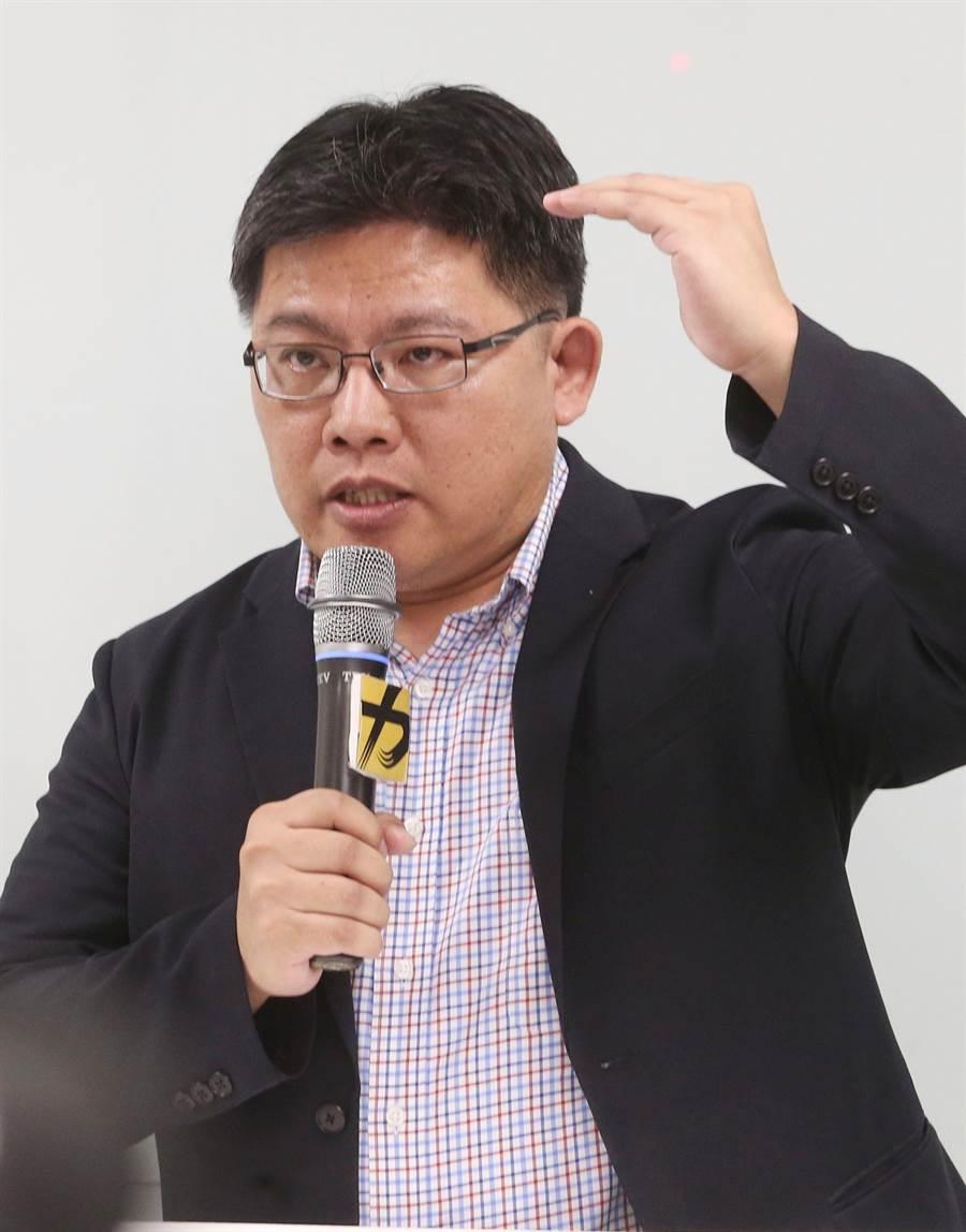 時代力量代理主席邱顯智5日再次向支持者致歉。(王英豪攝)