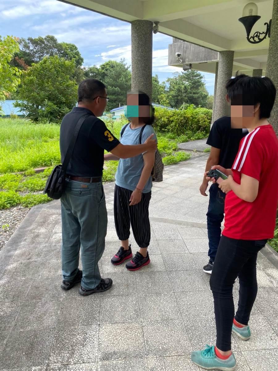 19歲女淪龜山島孤魂3年,基隆尋人神探生日當天比對出身分助她團圓。(戴志揚翻攝)