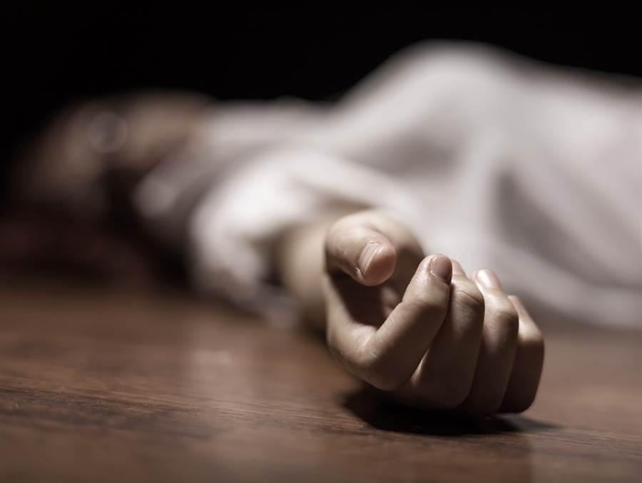 1名17歲少女趁著母親和祖母熟睡時,拿菜刀將2人刺死,並將現場偽裝成強盜殺人。示意圖。(圖片來源/達志影像shutterstock提供)