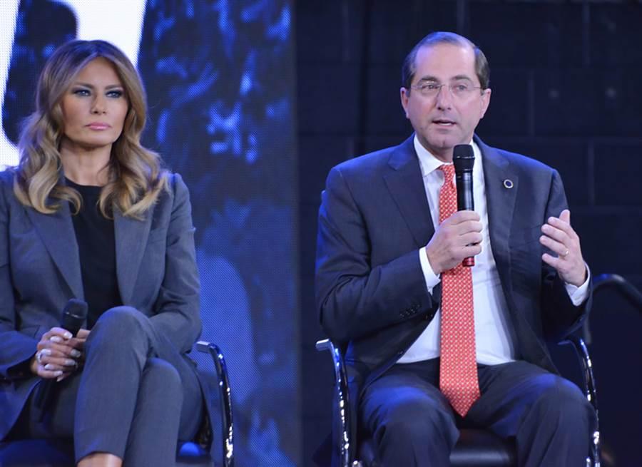 美國衛生部長(右)計畫來台,指揮中心表示,訪團不必隔離。(示意圖/Shutterstock)