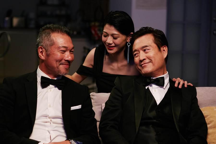 檢場(右)與黃仲崑飾演兩個爸爸充滿想像。(艾迪昇傳播提供)