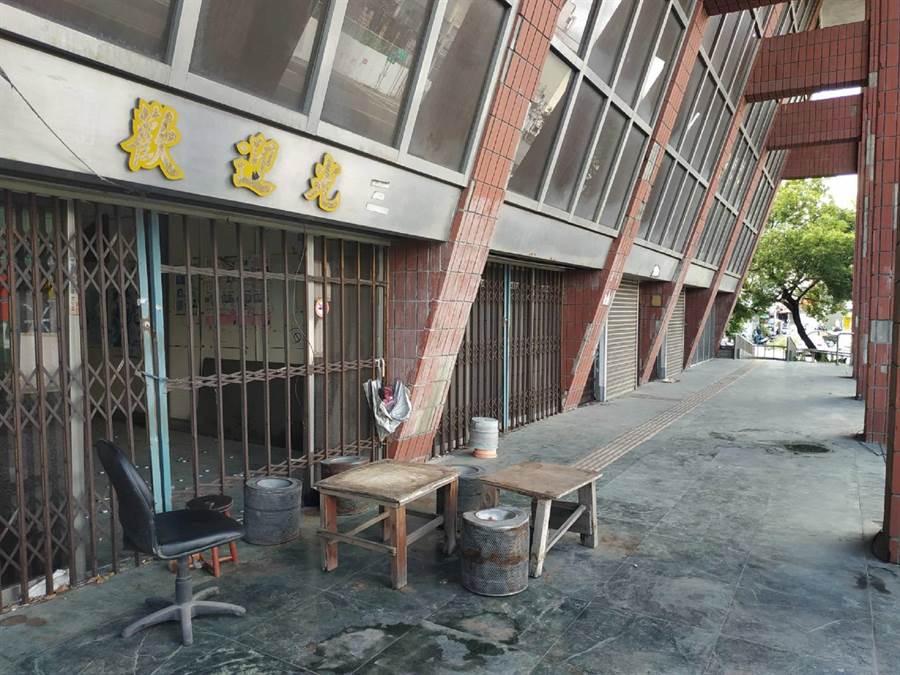 雲林縣「北港轉運站」遲未動工,預定地成髒亂死角。(張朝欣攝)