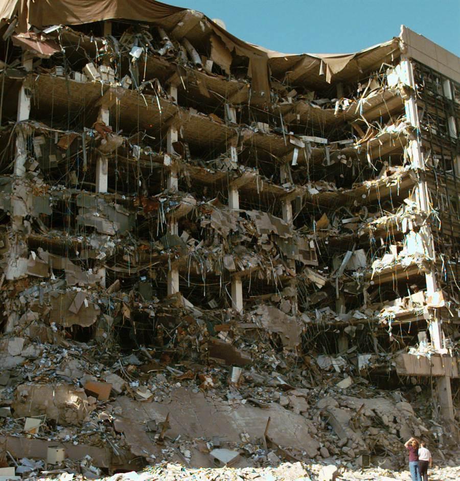 1995年的奧克拉荷馬爆炸案,是硝酸銨為主的汽車炸彈。(圖/美聯社)