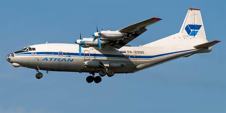 An-12側面,與運8做些比較就看出差異。(圖/俄羅斯空軍)