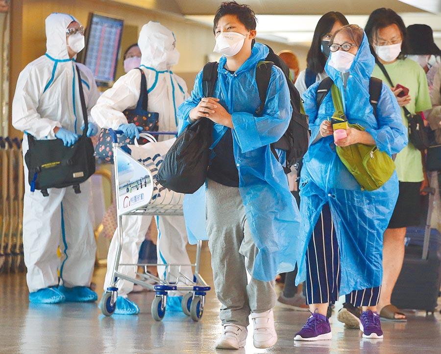 專家呼籲自高風險地區入境應全採檢,可補上台灣防疫最後一塊拼圖。(本報資料照片)