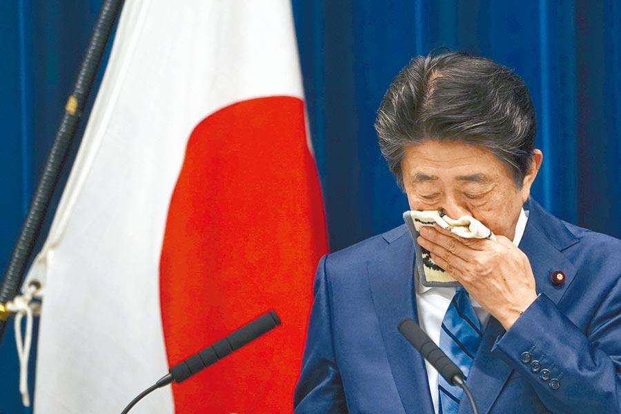 日本首相安倍被媒體揭露,上月曾在官邸辦公室吐血,但遭官房長官否認。(美聯社)