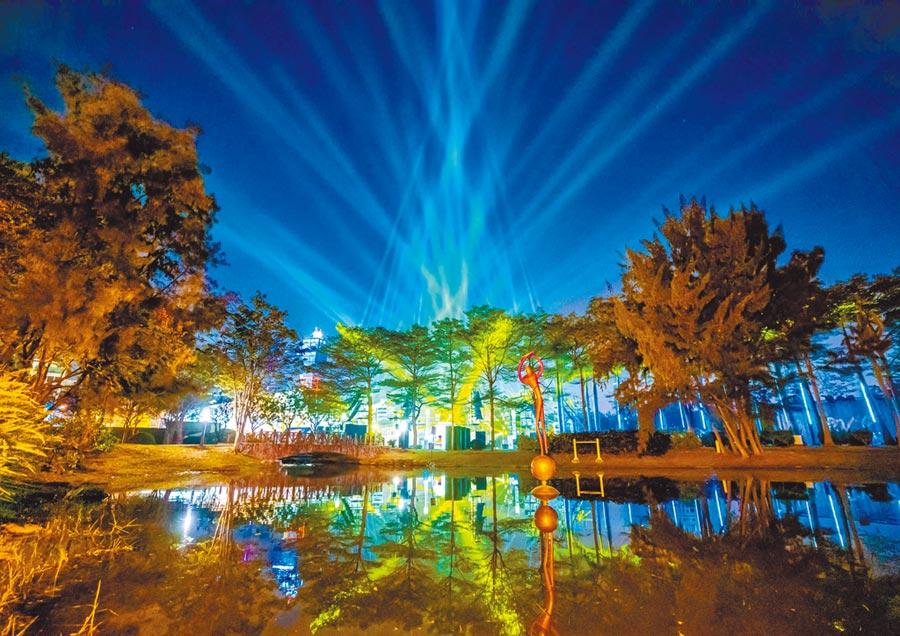 「2019LOVE高雄追光季」榮獲德國紅點設計大獎,此為主燈「光之耶誕樹」。(必應創造提供/柯宗緯高雄傳真)