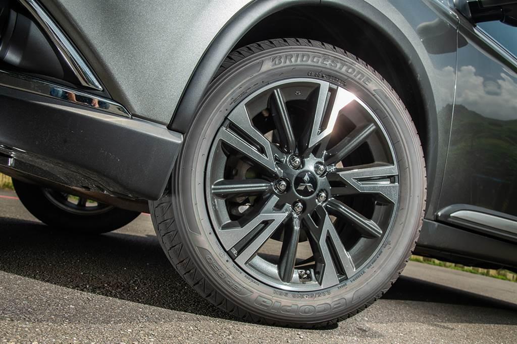 百萬初固若金湯的四驅保障 Mitsubishi Outlander S-AWC旗艦型 / Subaru Forester 2.0 i-L EyeSight 對弈之戰