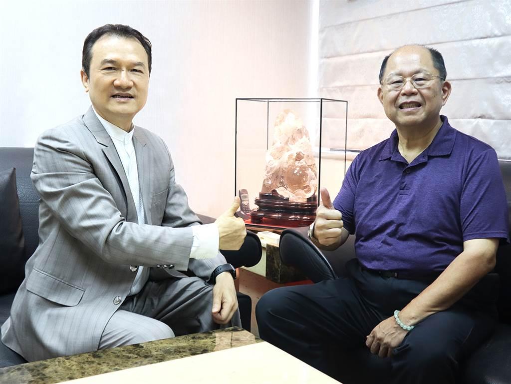 理財周刊發行人洪寶山(左)、莊敬高職董事長王傳亮(右)。(圖/理財周刊提供)