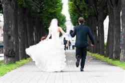 幸福的時刻瞬間變調!拍攝婚禮影片遇貝魯特大爆炸 新人倉皇逃離