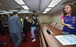 陸委會不同意開放採訪考察   陳明通步行至立法院接受立委提問