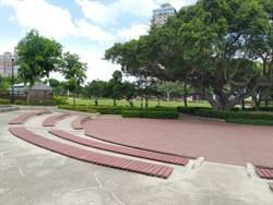 不再滑了!永和仁愛公園小音樂台地板翻新