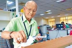 中風也擋不住 93歲翁當創世義工