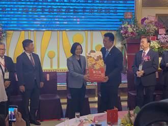 西藥商業公會理事長交接 陳時中向藥師表達感謝