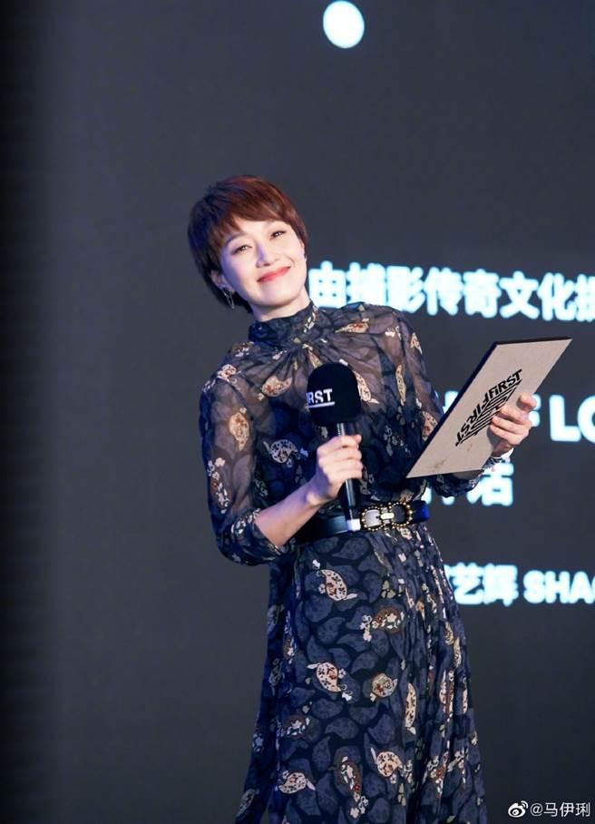 44歲《還珠格格》紫薇雪紡裙透視無暇美肌  清涼內搭神凍齡(圖/摘自微博@马伊琍)