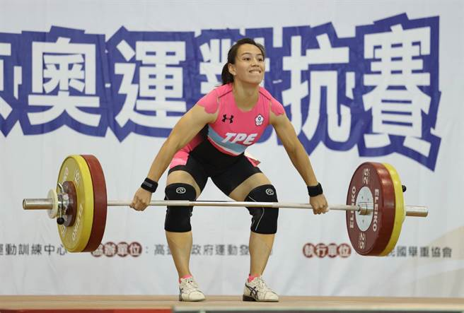 郭婞淳在模擬東京奧運對抗賽抓舉成績106公斤超越全國紀錄,不過因為模擬賽成績不列入計算,所以無法算正式破全國。(國訓中心提供)