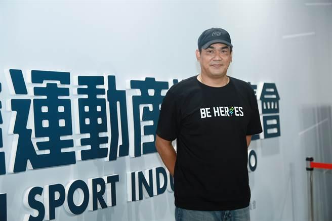 陳金鋒參觀台灣運動產業博覽會。(台灣運動產業博覽會提供)