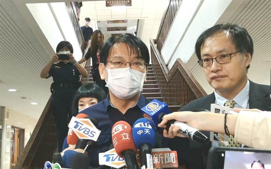 立委集體涉貪案有關SOGO部分,徐永明是唯一獲交保的被告,離開法院時強調自己絕對沒有問題。(黃捷攝)