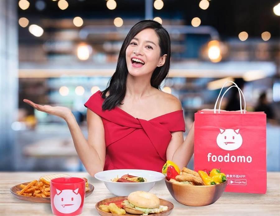 美食外送平台foodomo推新服務「預約內用」,8/11起到8月底,消費者只要輸入「炫父88」優惠碼就可以享有預約內用服務美食88折。(圖/foodomo提供)