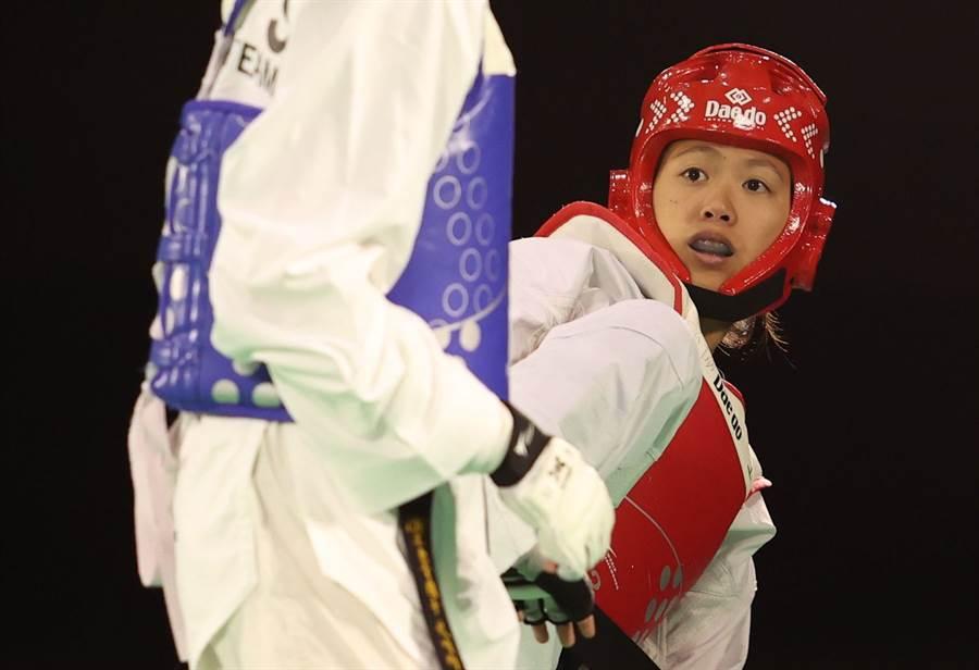 跆拳道選手洪幼婷(右)是國訓中心新進員工。(國訓中心提供)