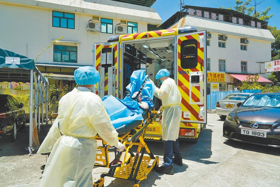 7月底,香港康和護老中心黃金分院有長者感染新冠肺炎被送醫治療。(中新社資料照片)