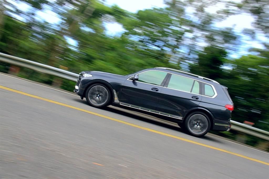 再大的慣性都不成問題!體驗、享受BMW X7 xDrive40i以大博小的駕馭樂趣